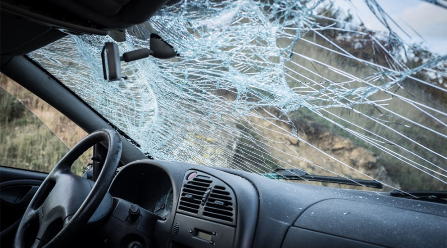 How insurance covers auto glass