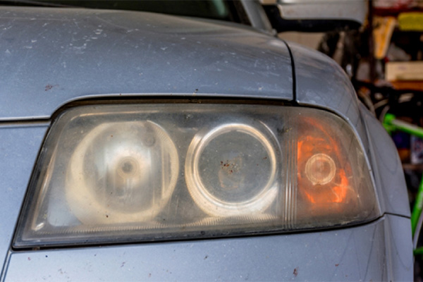 New study shows that cloudy headlights increase the risk of auto accidents