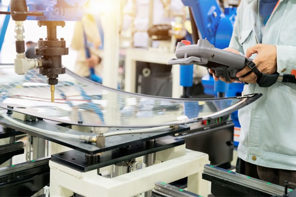 Major auto glass manufacturer to invest millions in new technologies