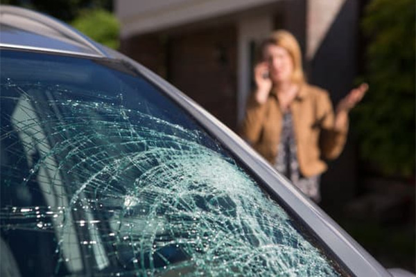 Determing whether your windshield needs repair or replacement
