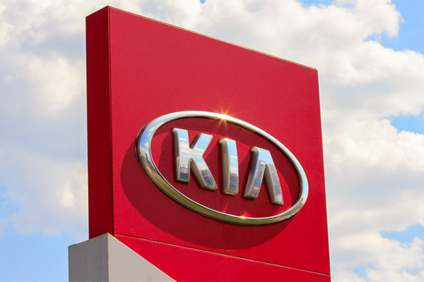 "Kia allegedly avoids windshield recall by offering ""goodwill gesture"" replacement"